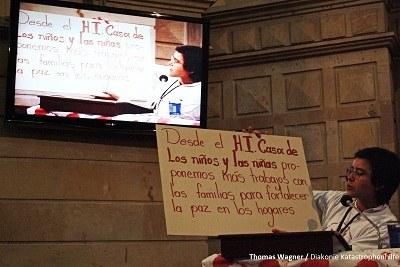"""""""Niños y niñas entregaron mensajes de paz en Congreso""""."""